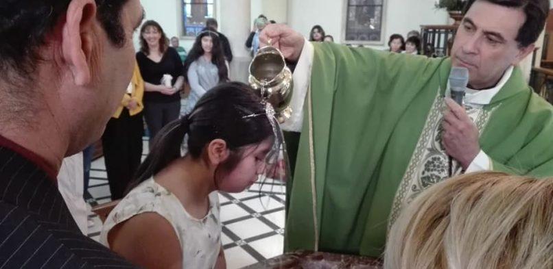Entrega del Credo y Bautismo a niños de Segundo Año de Catequesis Familiar
